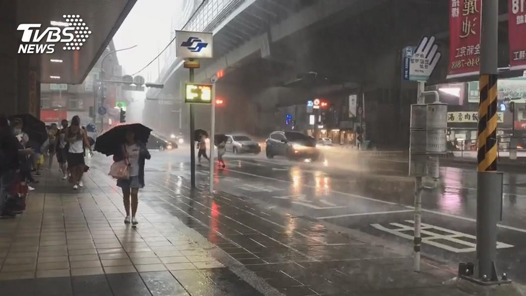 (示意圖/TVBS資料畫面) 雨區擴大防淹水! 氣象局發布8縣市豪大雨特報