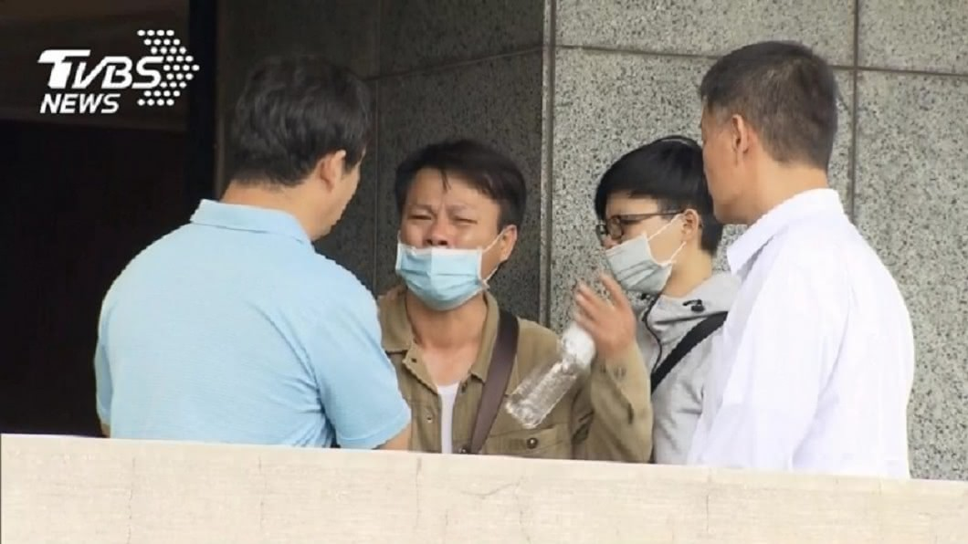 廖姓警專生家屬含淚控訴。(圖/TVBS資料畫面) 教官阻打119!警專生跑成植物人 家屬獲近3千萬國賠