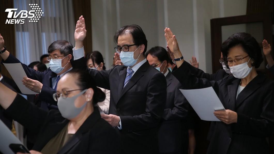 考試院新任秘書長劉建忻(中)。(圖/中央社) 就任考試院秘書長 劉建忻:我本是想找事做的人