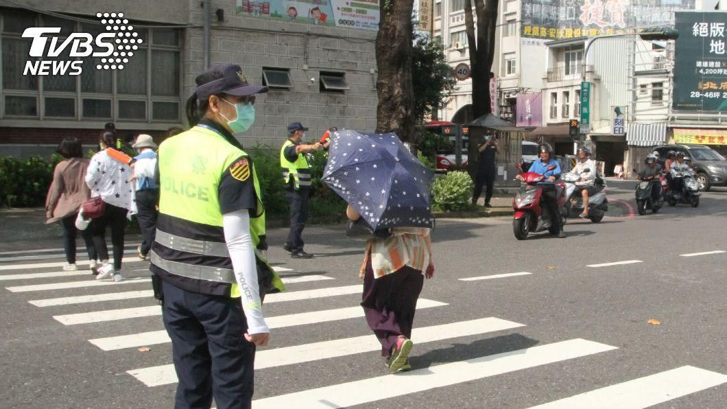 警政署公布,「路口安全大執法」上路一週共取締5萬9639件違規。(圖/中央社) 全國交通大執法首週 路口車禍受傷件數趨減