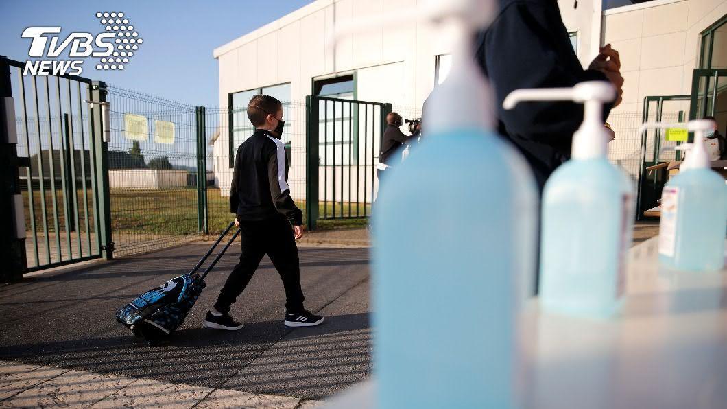 (圖/達志影像路透社) 歐洲復課如臨大敵 口罩戴好一天還得洗5次手