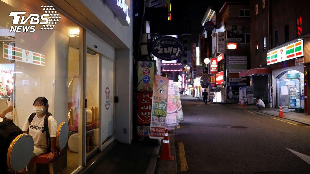 (圖/達志影像路透社) 首爾爆發17起武漢肺炎群聚感染 便利商店禁內用