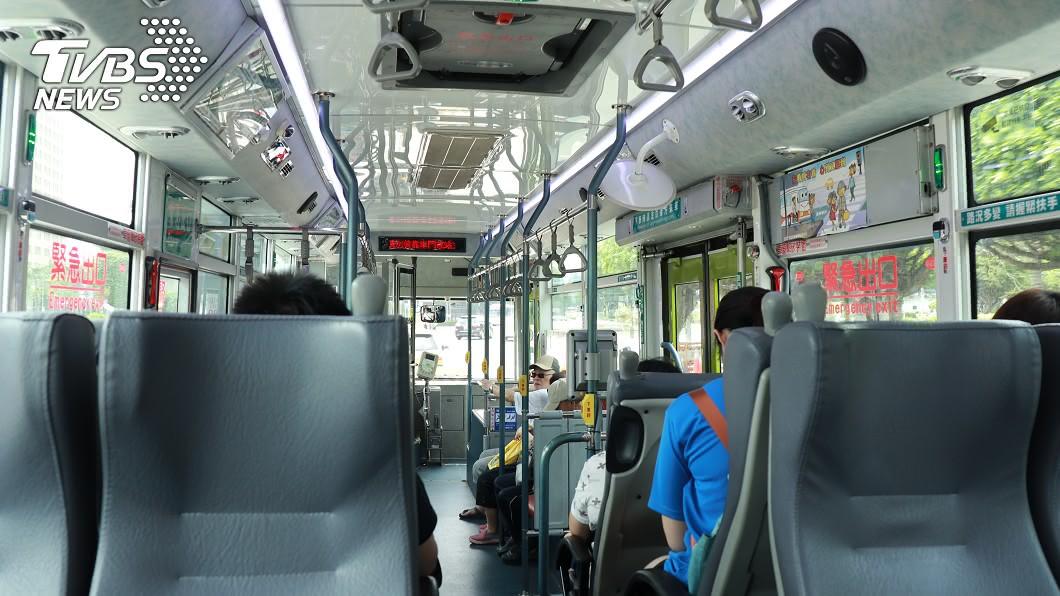 大眾運輸都會設置博愛座,但時常引發不少爭議。(圖/TVBS資料畫面) 歐巴桑上公車酸「沒人讓座」 孕婦高EQ回3句話擊退
