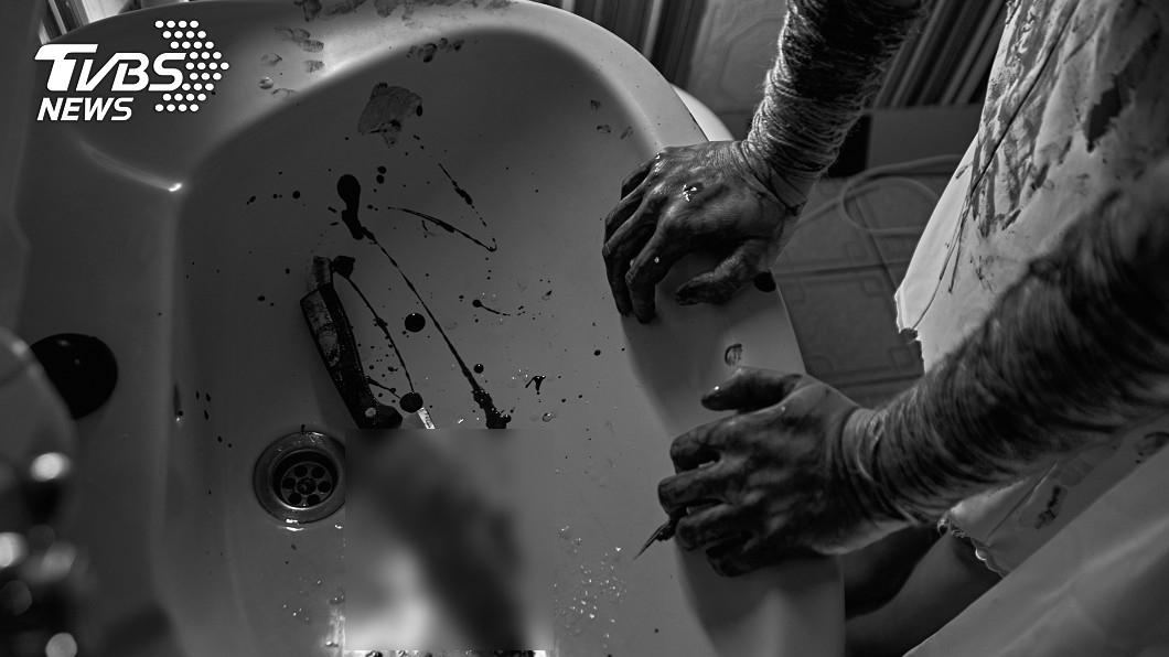 賀男遭王女殺害。(示意圖/shutterstock達志影像) 單身女找人搬家!工人抬浴缸驚「好重」…意外揭情殺內幕