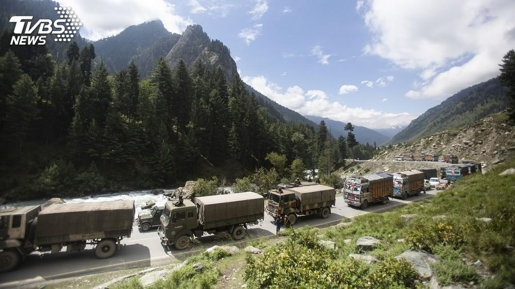 中國部隊又在喜馬拉雅山區邊境與印度爆發衝突。(圖/達志影像美聯社) 中印邊境衝突再起48小時傳2事端 美盼和平解決