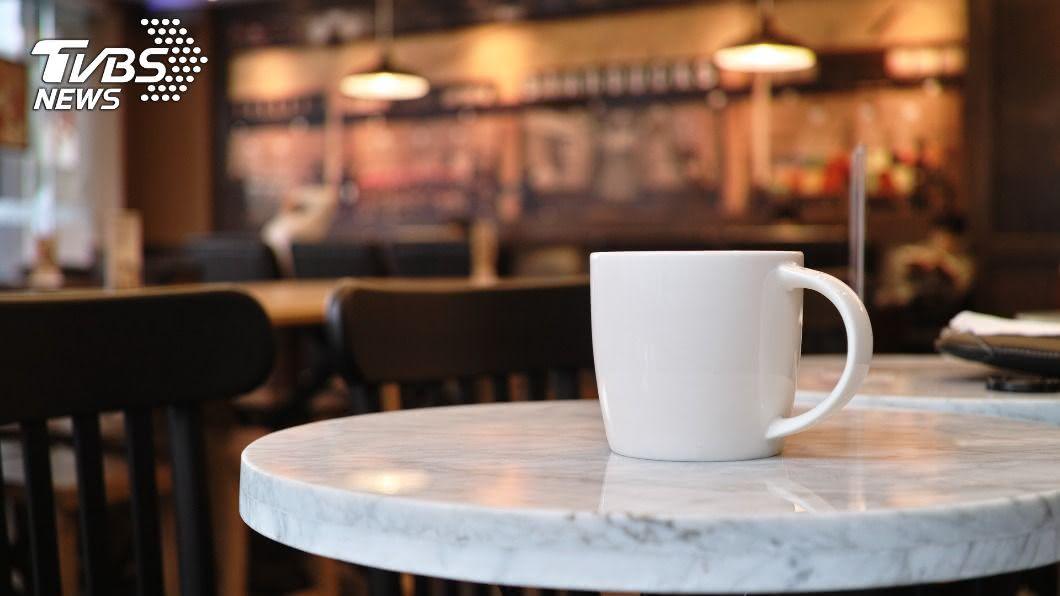 (示意圖/shutterstock 達志影像) 外送員闖咖啡店熊抱吻店員 受害女嚇到不敢上班