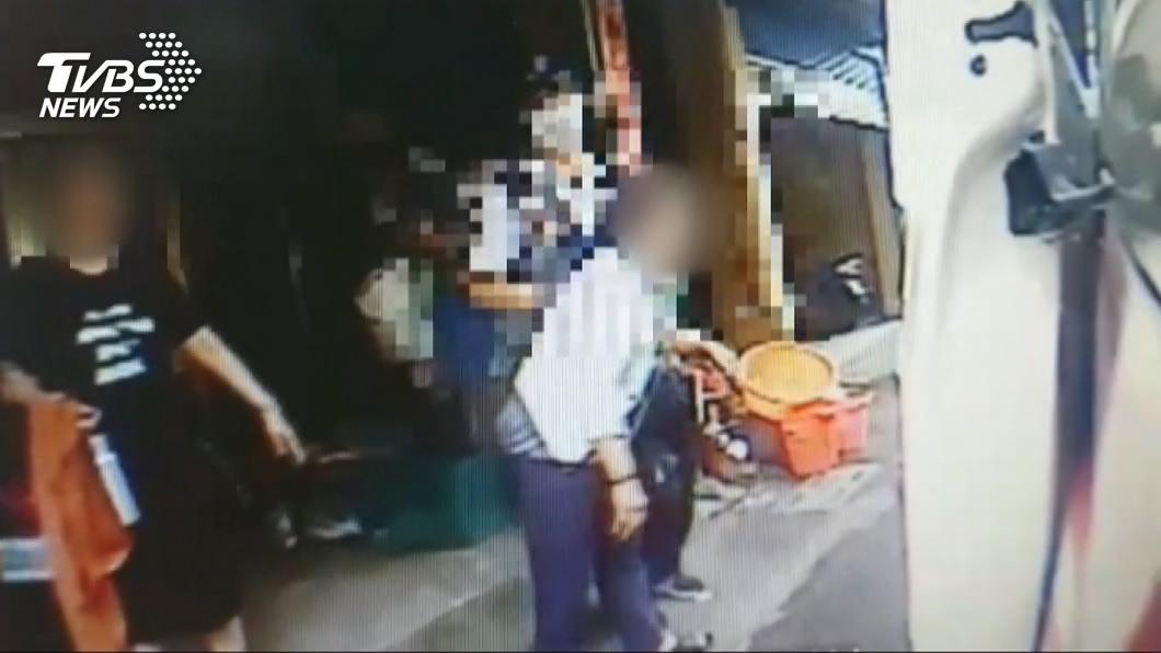 圖/TVBS 七旬嬤請移車遭鎖喉 報警後對方求撤告