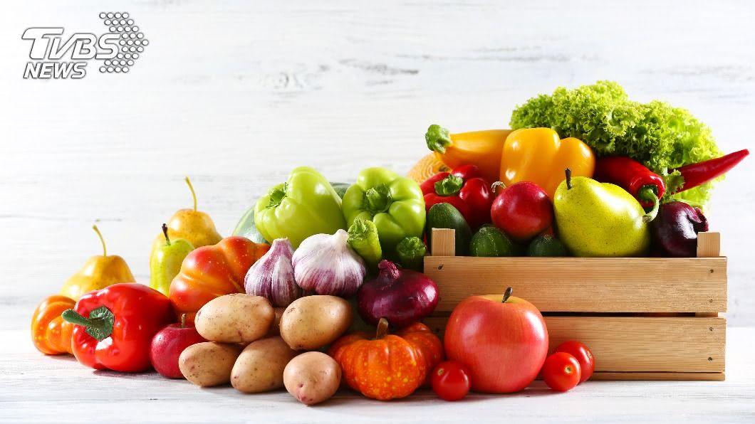 均衡飲食促進大腦健康。(示意圖/shutterstock達志影像) 「心智飲食」愈吃愈年輕 15種食物預防失智症