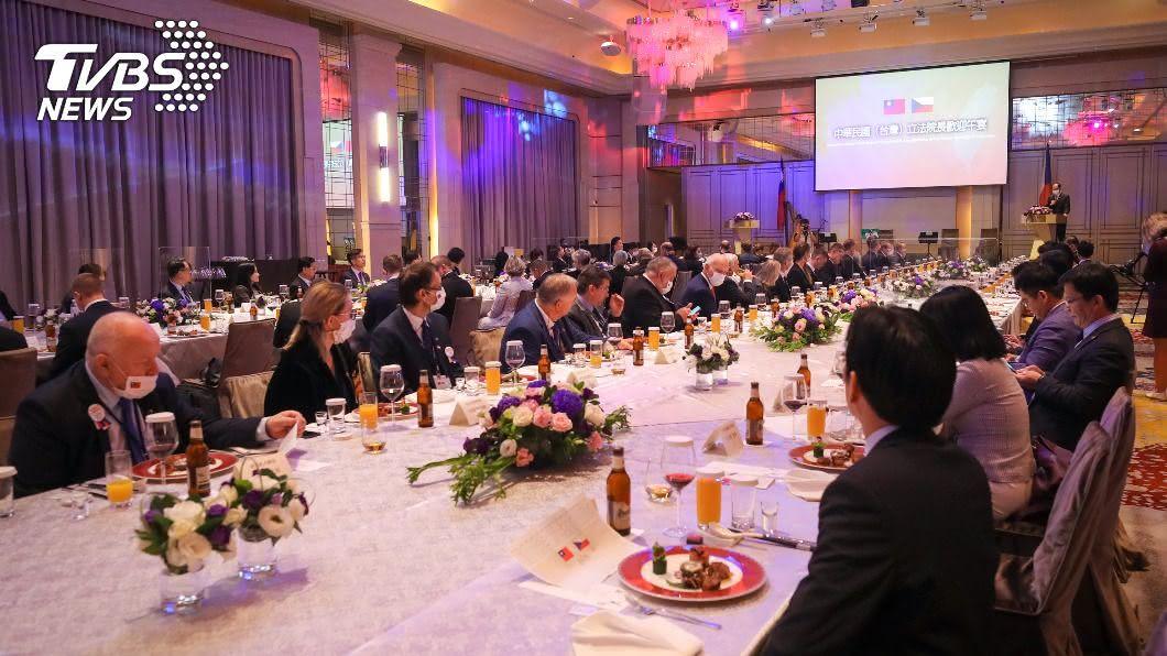 捷克參議院議長率團訪台遭中國威脅。(圖/中央社) 法國外交部表態支持捷克 不接受中國威脅歐盟國家