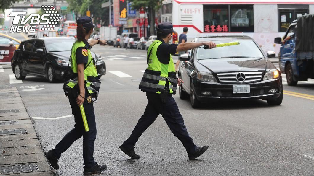 (圖/中央社) 路口大執法取締1萬餘件 闖紅燈及紅燈右轉占大宗