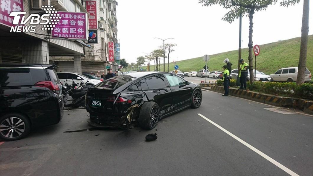 今年1月,蘆洲特斯拉遭撞噴飛致女童慘死。(圖/TVBS資料照) 特斯拉「猛撞噴飛」害女童慘死 2駕駛和解換緩起訴