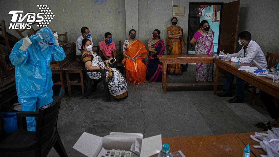 印度鬆綁防疫封鎖措施,確診總數近380萬人。(圖/達志影像美聯社) 印度疫情升溫仍鬆綁封鎖令 武漢肺炎全球最新情報
