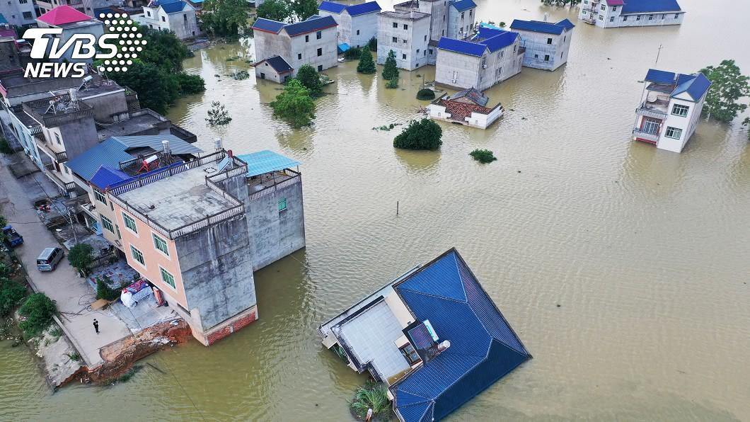 中國大陸洪災影響7千萬人,損失逾9千億元。(圖/達志影像路透社) 陸洪災7千萬人次受災 損失逾9千億元