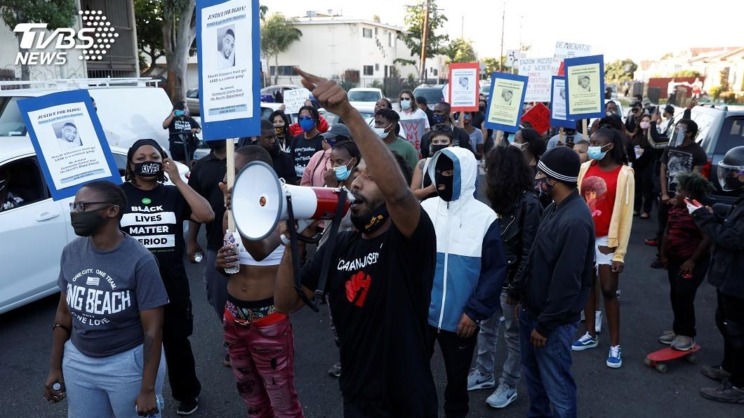 美國各地反種族歧視及反警察暴力抗議頻仍。(圖/達志影像路透社) 全美抗議頻仍 川普揚言刪減資助暴動嚴重城市