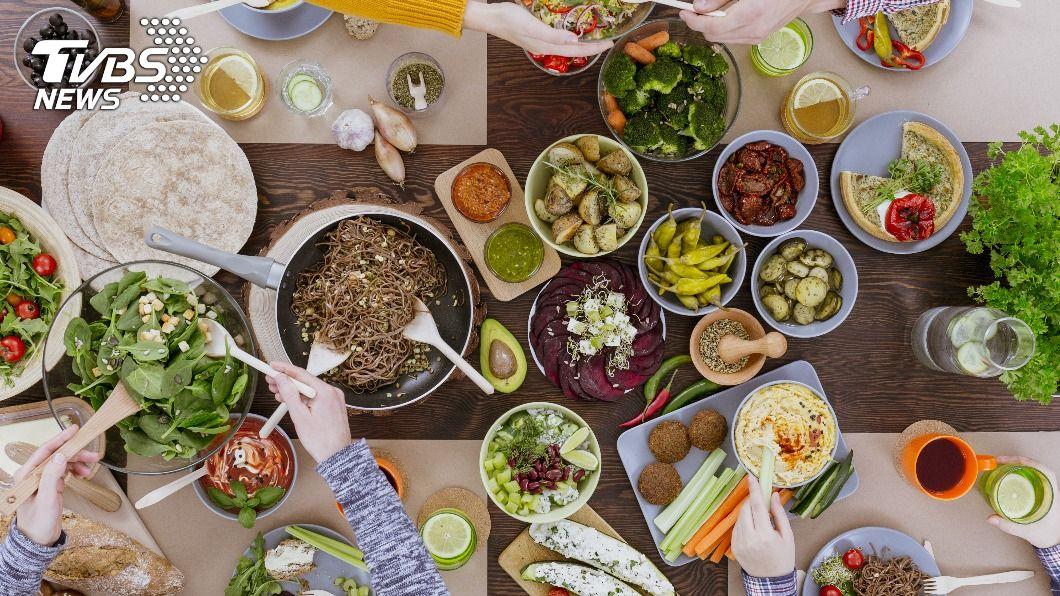 糖尿病患者要更注重均衡飲食。(示意圖/shutterstock達志影像) 呷健康血糖不亂飆! 把握7原則與糖尿病和睦相處