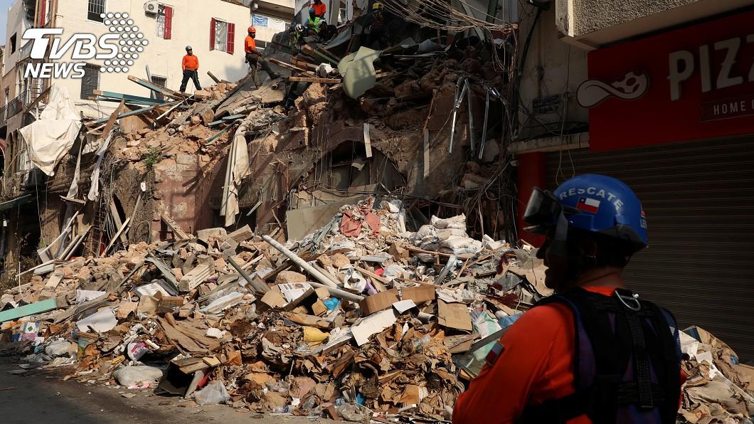 搜救隊在貝魯特爆炸案瓦礫堆偵測到生命跡象。(圖/達志影像路透社) 貝魯特大爆炸一個月後 傳瓦礫堆中測到生命跡象