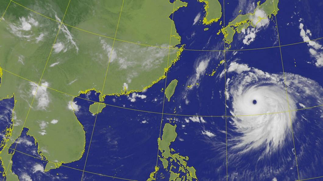 中颱海神颱風眼愈來愈清晰,強度快速增強。(圖/中央氣象局) 日韓剉咧等!海神之眼愈加清晰 恐升級成今年最強颱