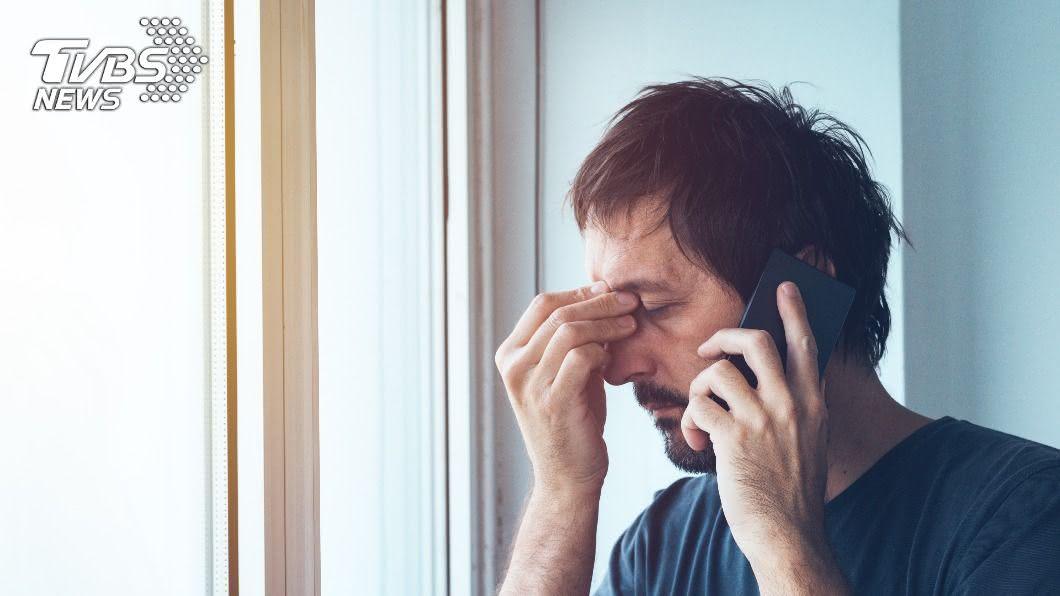 擔心妻子半夜未回家,電話關心發現「驚人真相」。(示意圖/shutterstock達志影像) 「是否被綠了?」妻深夜流連街頭 尪電話查勤被狠掛