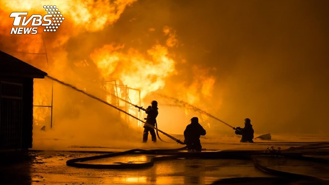 示意圖/shutterstock達志影像 消防員父出門救火…回家見「愛妻和3孩成焦屍」自責淚崩