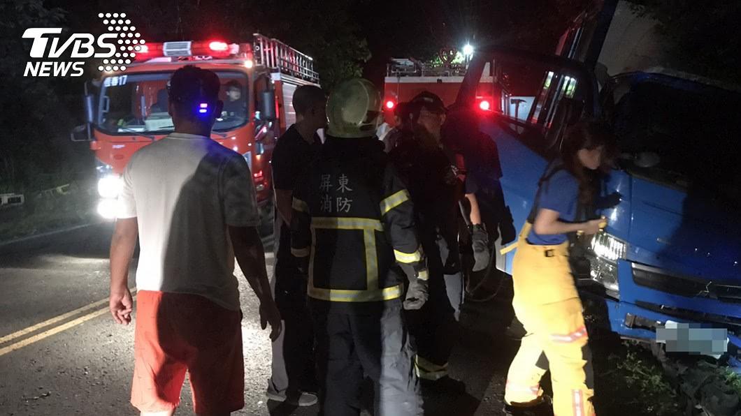 西班牙女觀光客在屏東縣滿洲鄉遭小貨車撞擊不治。(圖/警方提供) 西班牙女遭貨車撞慘死山溝 魂斷恆春半島