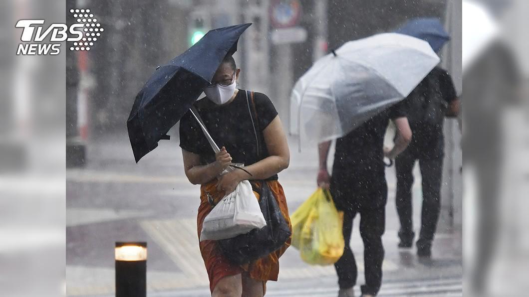 強颱海神持續接近日本。(圖/達志影像美聯社) 颱風海神直撲 日本九州約千間7-11預防性停業