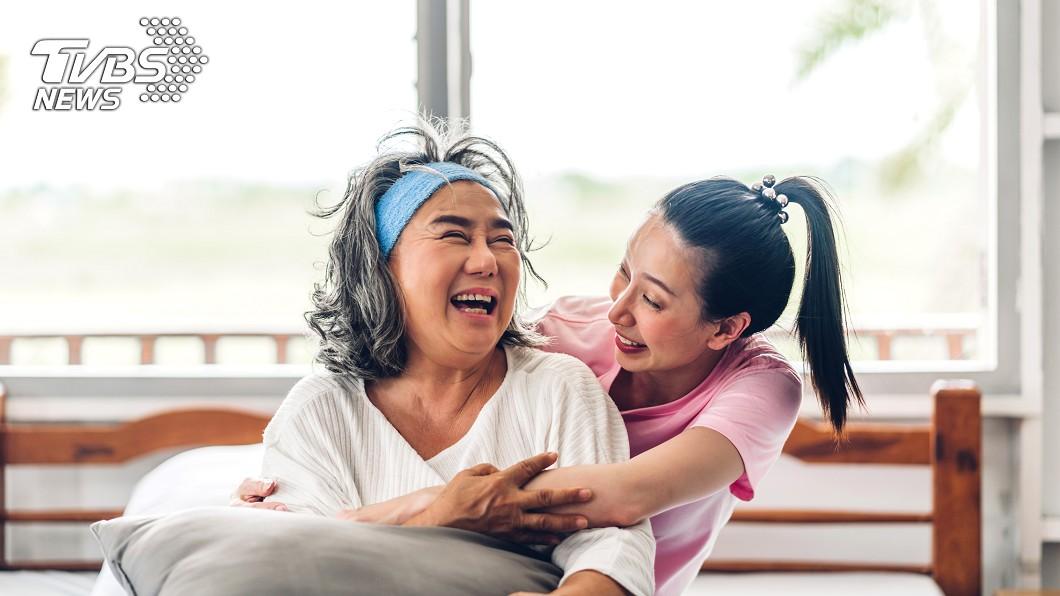 婆媳感情好。(示意圖/shutterstock達志影像) 8旬嬤堅持獨居!只因「不想給媳婦壓力」:同是別人女兒