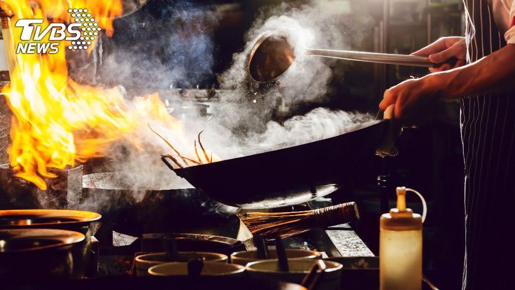 許多人喜愛熱炒店。(示意圖/shutterstock 達志影像) 熱炒店點哪道內行?他曝「此料理」:吃出師傅功力