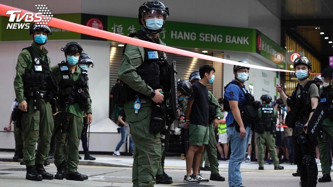 民眾6日發起九龍區遊行,至少289人遭港警拘捕。(圖/達志影像美聯社) 反港區國安法!港人九龍遊行 至少289人被警拘捕
