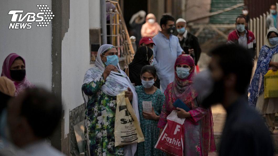 印度成為全世界疫情第2嚴重的國家。(圖/達志影像美聯社) 印度累計逾420萬例確診 超越巴西躍升全球第2
