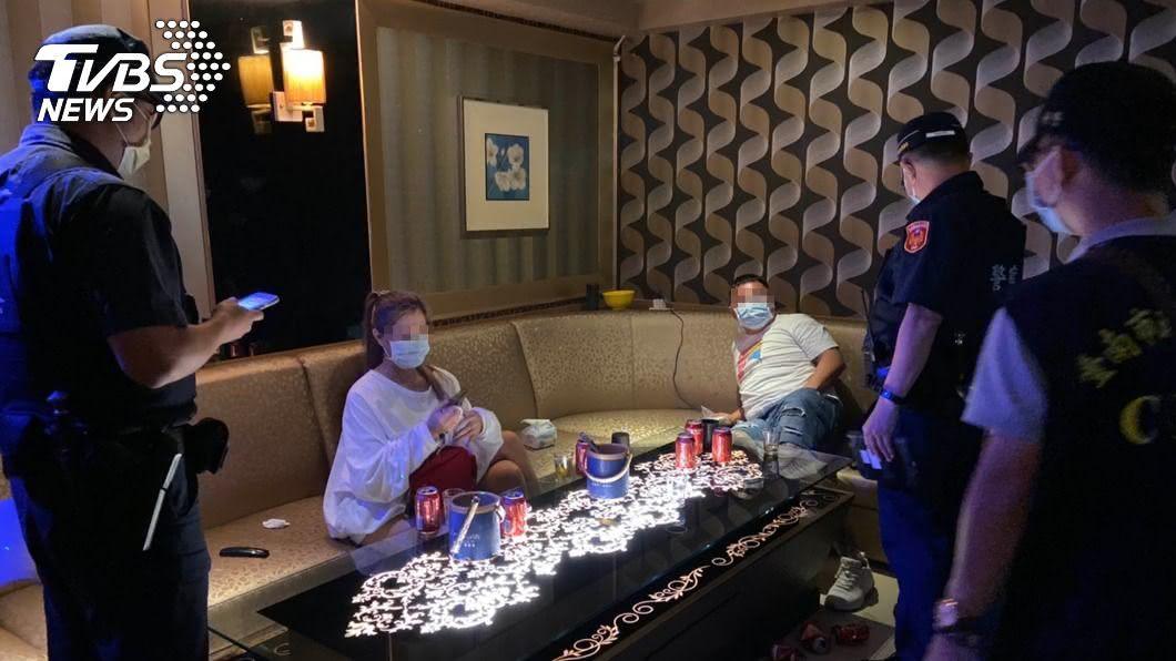 (圖/台南市警局提供) 台南中西區KTV傳多起酒客衝突 警方凌晨突檢
