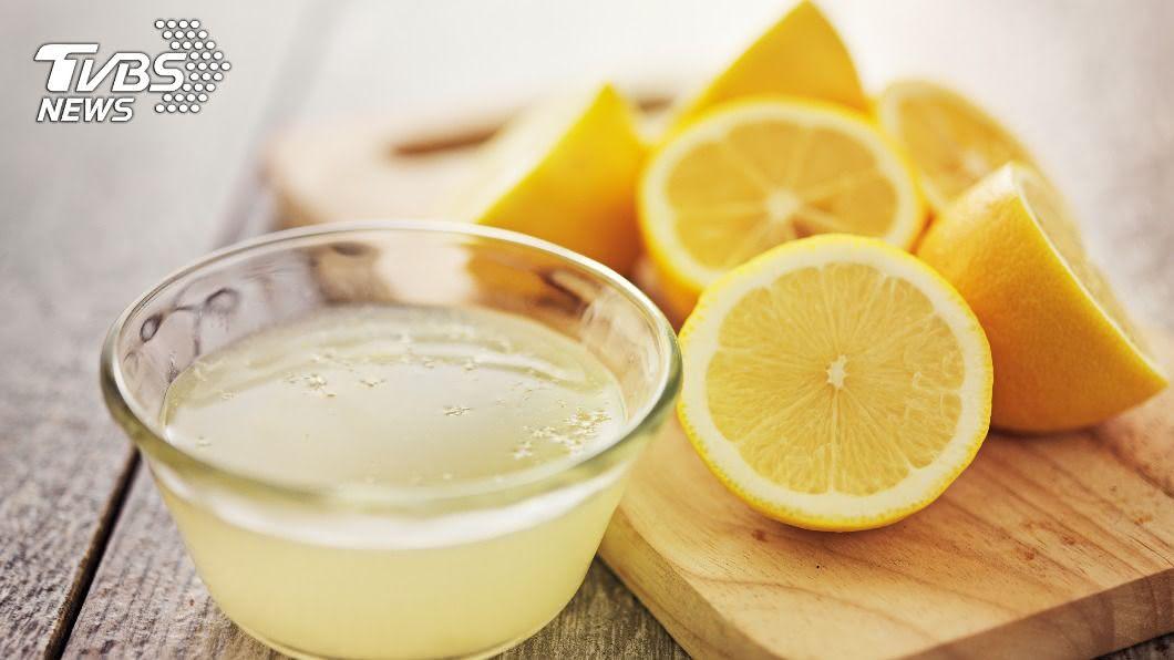 護膚專家打破許多人對於檸檬是高維生素C水果的迷思。(示意圖/shutterstock達志影像) 檸檬不是高維生素C水果? 搭配1食物食用效果更好