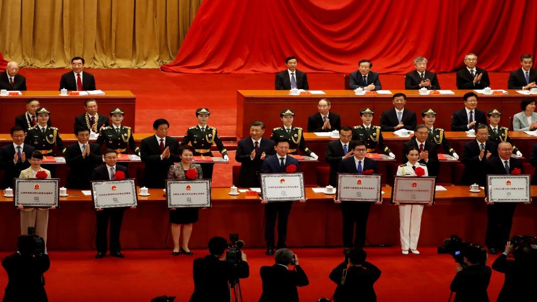 圖/達志影像路透 中國大陸辦抗疫表彰會 鍾南山獲共和國勳章