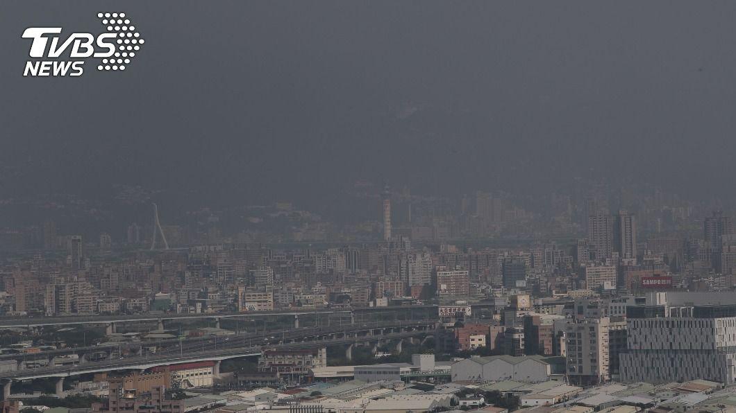 全台20個測站空氣品質達紅色警示等級。(示意圖/中央社) 空氣品質20個測站亮紅燈 環署:10日降雨改善