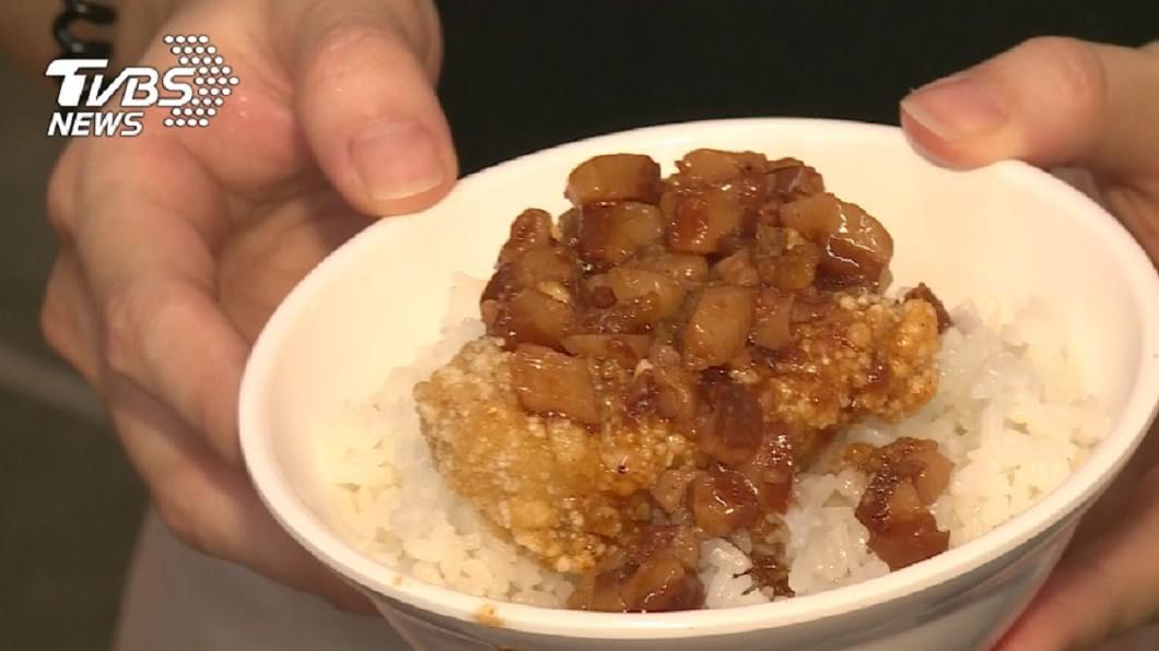 滷肉飯是台灣知名美食,許多吃到飽的店家自助吧也有提供滷肉飯。(圖/TVBS資料畫面) 滷肉飯一碗588元?男曝女同事奇葩事蹟 網:店家最愛