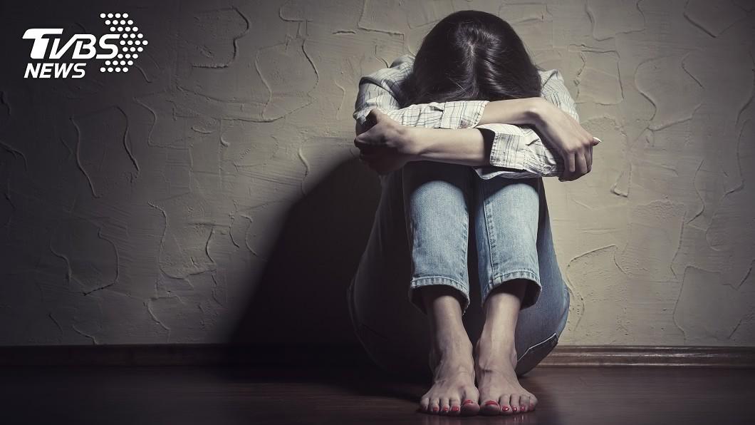 (示意圖/shutterstock達志影像) 失控摀死失智嬤!22歲女老師:從小被她虐待