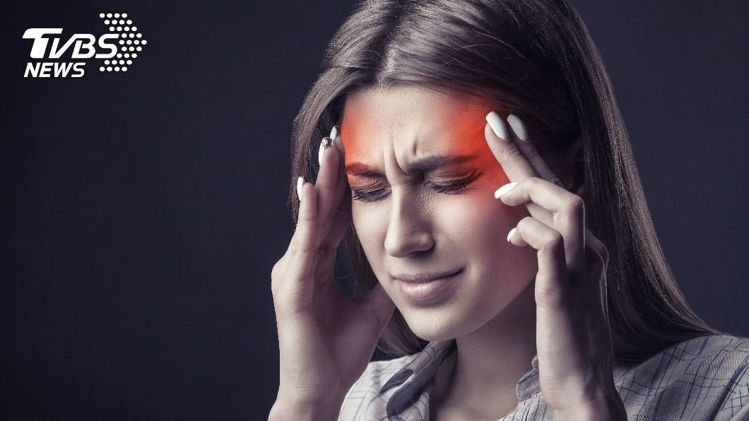 專家建議民眾定期做健康檢查,及早發現腦部血管有無異常。(示意圖/shutterstock達志影像) 輕忽爆炸性頭痛、嗜睡 當心「腦動瘤破裂」致死