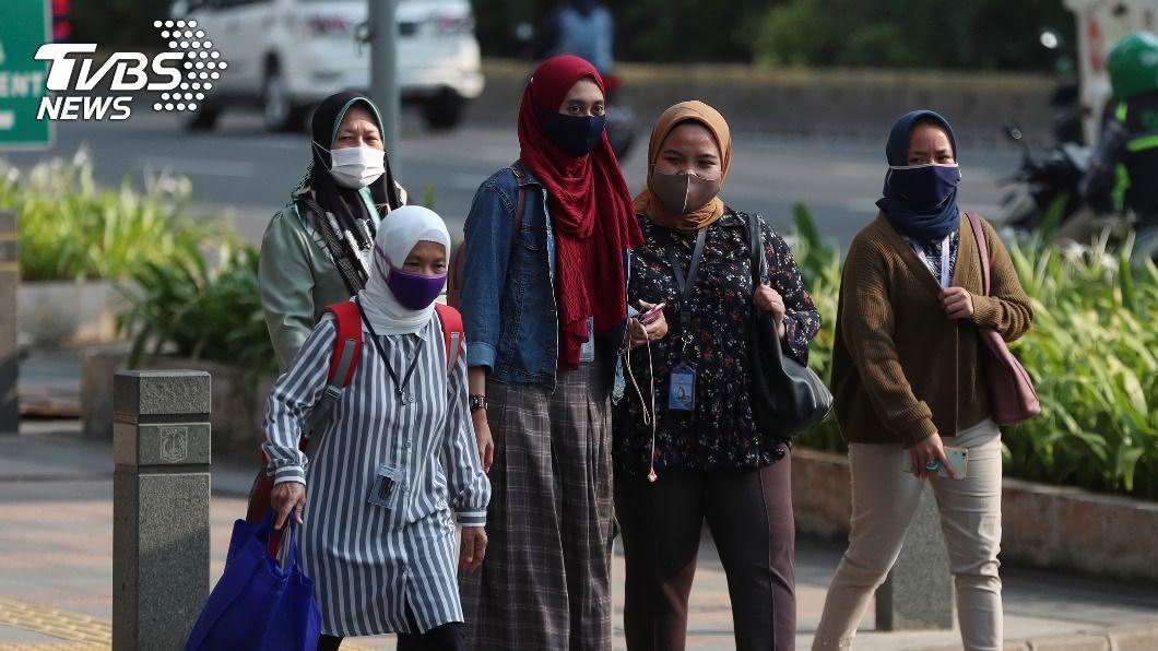 印尼疫情持續延燒。(圖/達志影像美聯社) 印尼疫情持續蔓延 雅加達將恢復軟性封城
