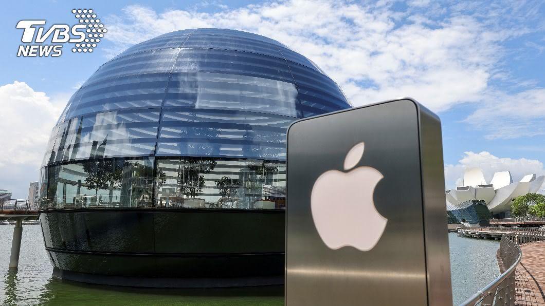 圖/路透社 全球首間! 新加坡「水上蘋果商店」開幕