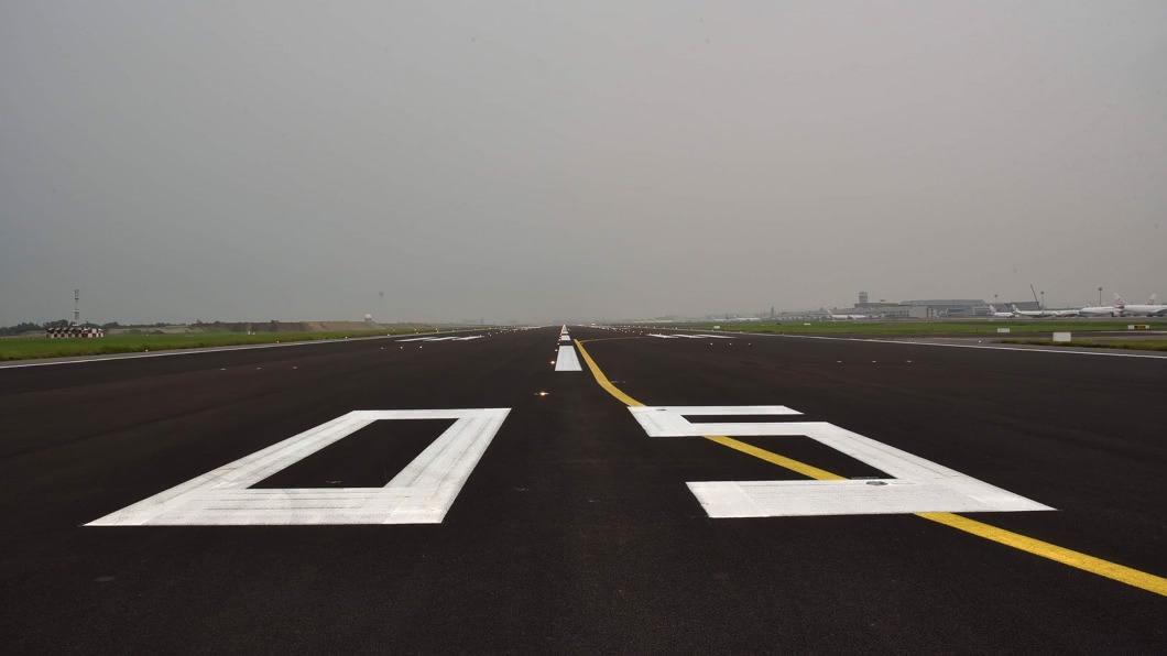 (圖/桃園國際機場公司提供) 桃機北跑道刨鋪啟用 南跑道10月封閉施工