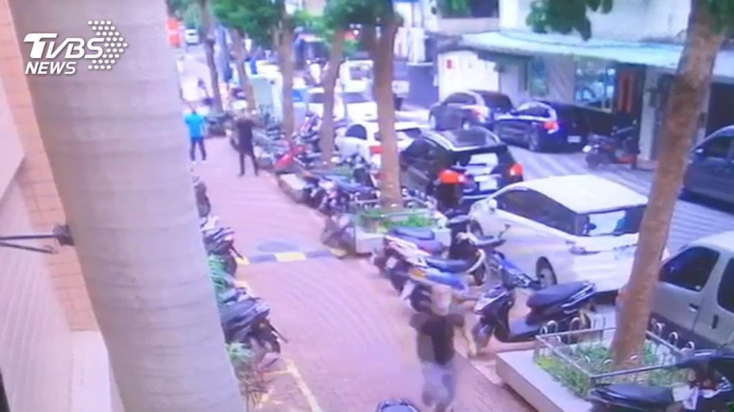 (圖/TVBS) 男遭人無故毆傷頭 嫌犯稱討債誤認北市警送辦