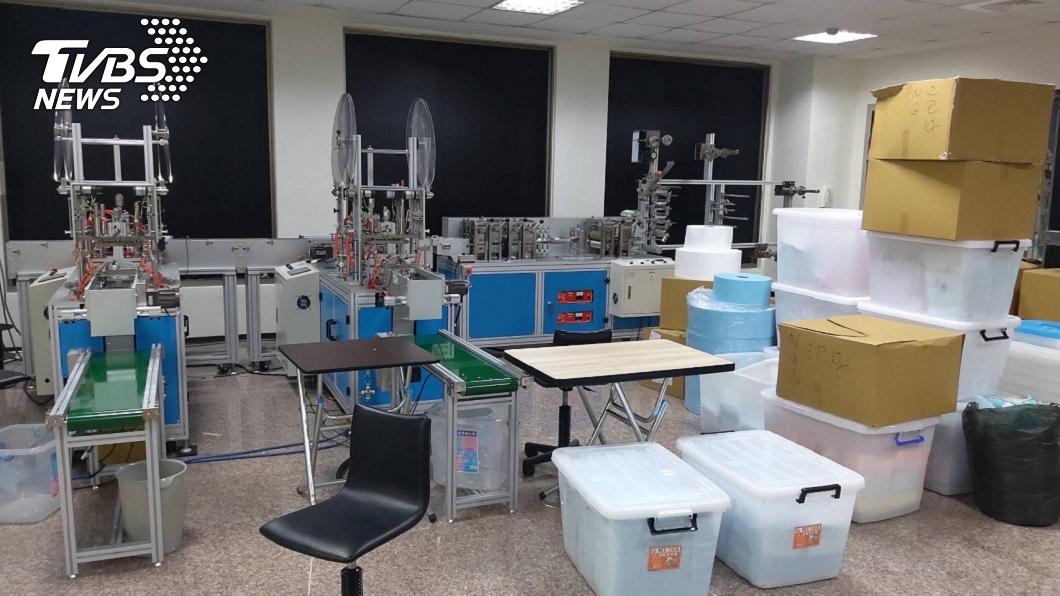 台北市黃姓男子設地下工廠生產偽造的醫療口罩。(圖/TVBS) 冒充國家隊售偽醫療口罩 地下工廠負責人聲押獲准