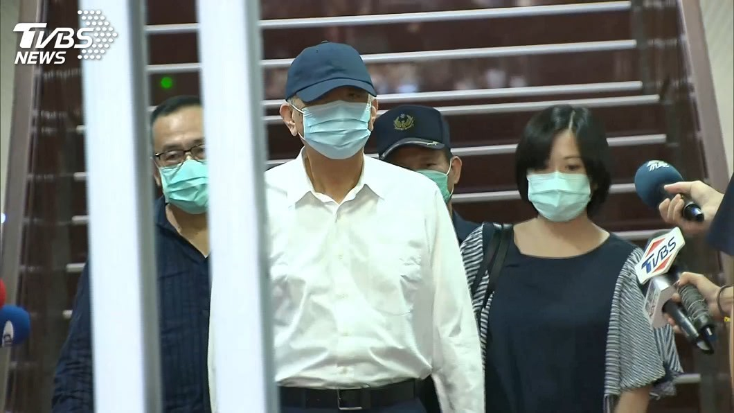 前太流公司負責人李恆隆1千萬元交保。(圖/TVBS) 李恆隆須進行手術 北院裁定1千萬交保限制出境