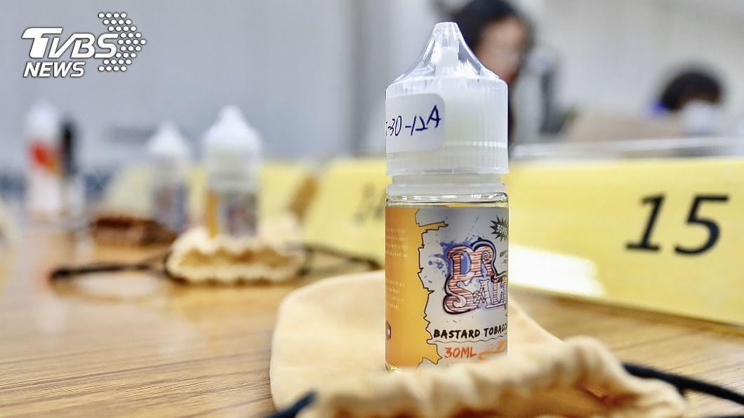 (圖/中央社) 消基會抽驗20件電子菸油 逾半違規含尼古丁