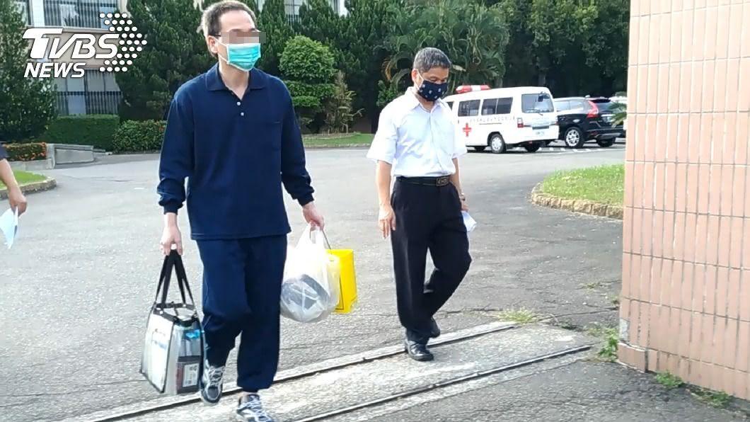 盧姓男子(左)曾對一名少女猥褻遭判刑。(圖/中央社) 侵入民宅猥褻女強制治療9年 男不服提異議終獲釋
