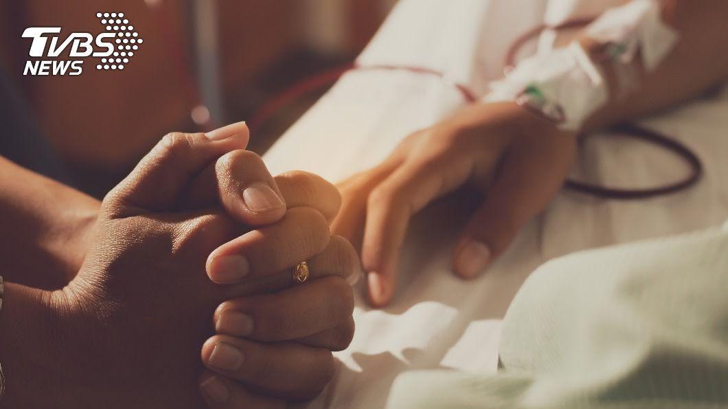 台北長庚日前爆出夫妻悶殺命案。(圖/Shutterstock達志影像) 台北長庚爆悶殺案!不忍臥病妻哀號 老翁動手:對不起…