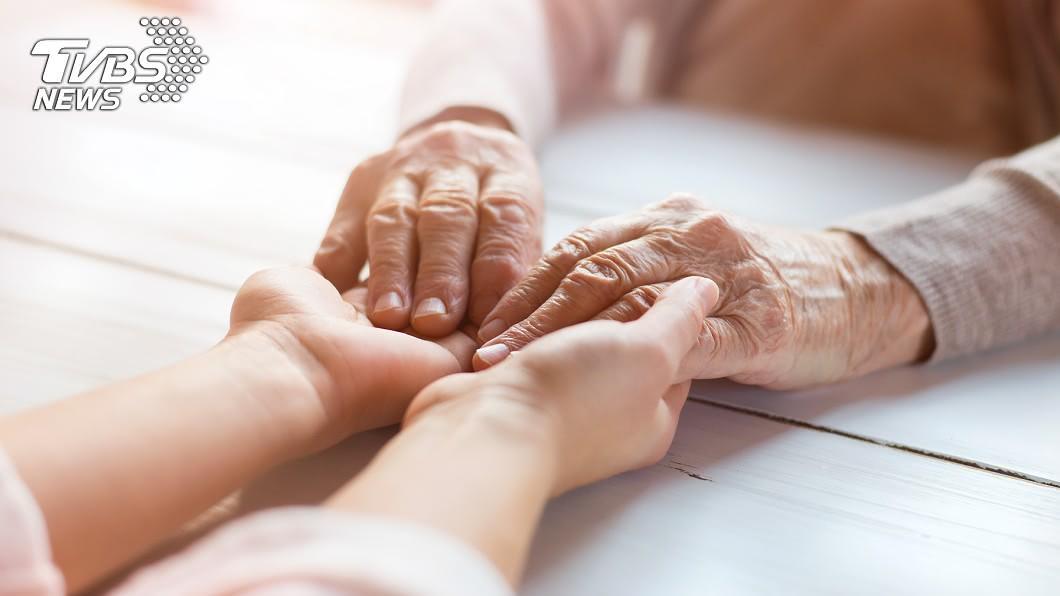 (示意圖/shutterstock達志影像) 怒提告4個兒子!90歲嬤決定住養老院…背後原因藏心酸