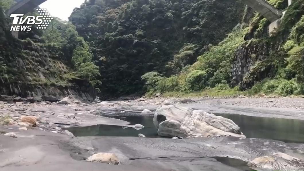 (圖/TVBS) 武界壩放水沖走露營客!空勤河床發現遺體 疑失蹤者盧男