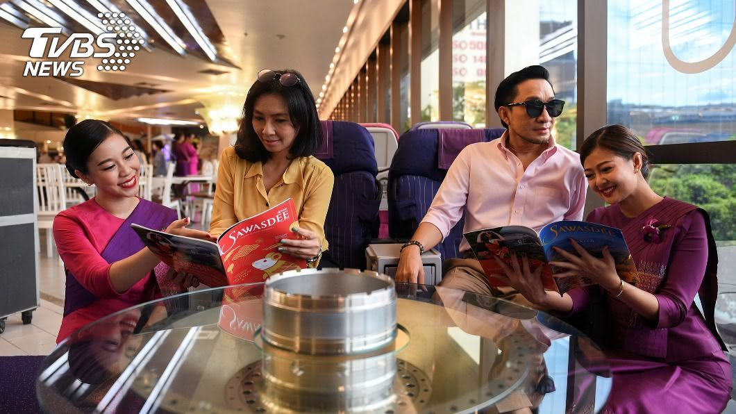 泰國航空公司推出「飛機咖啡廳」引發熱潮。(圖/達志影像路透社) 泰國飛機咖啡廳走紅 顧客偽出國過乾癮