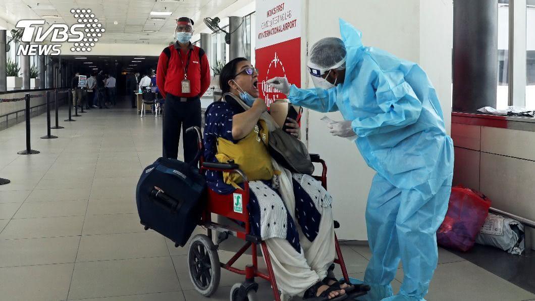 印尼抗疫損失近200名醫護人員。 (圖/達志影像路透社) 印尼抗疫損近200醫護 醫護致死率亞洲最高、全球第4