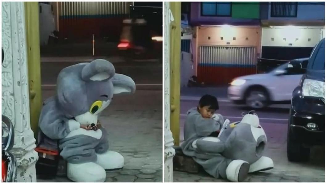 印尼一名9歲男童為了幫母親分擔家計,每天都上布偶裝賺錢,讓人十分心疼。(圖/翻攝自IG合成) 每日走10公里穿「布偶裝」賺錢 9歲童:幫母分擔家計